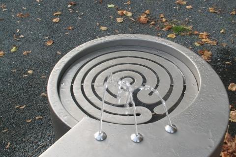 trinkwasserbrunnen-trinkbrunnen-kalkmann-kontakt-kunst-2003-fulda-modell-labyrinth-6
