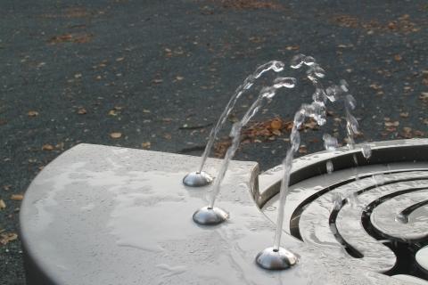 trinkwasserbrunnen-trinkbrunnen-kalkmann-kontakt-kunst-2003-fulda-modell-labyrinth-8
