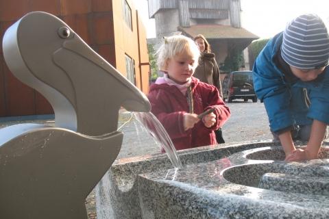 trinkwasserbrunnen-trinkbrunnen-kalkmann-kontakt-kunst-modell-pelikan-2