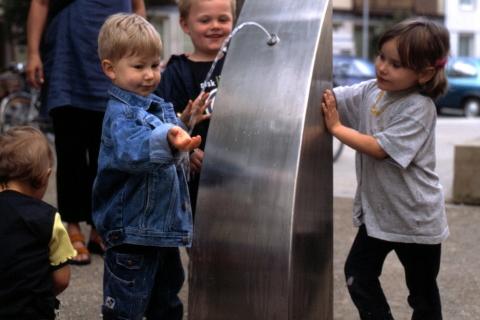 trinkwasserbrunnen-trinkbrunnen-kalkmann-kontakt-kunst-2001-hannover-der-h-brunnen-modell-tbh-3