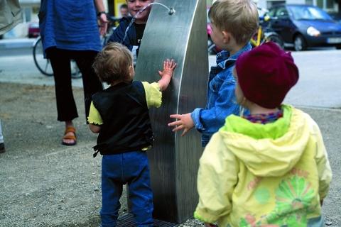 trinkwasserbrunnen-trinkbrunnen-kalkmann-kontakt-kunst-2001-hannover-der-h-brunnen-modell-tbh-4